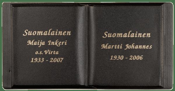Tummapatina pronssikirja (muistolaatta kirja) on väritykseltään musta ja teksti on kullan värinen.