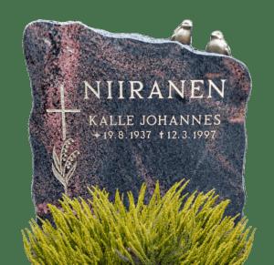Lohkottu Mäntsälän punainen hautakivi