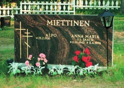 17) Mäntsälän punainen 60x120x15cm.