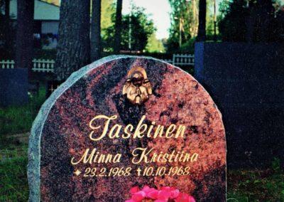 2) Mäntsälän punainen 60x60x15cm. Hinta 1488 € (norm.1860)