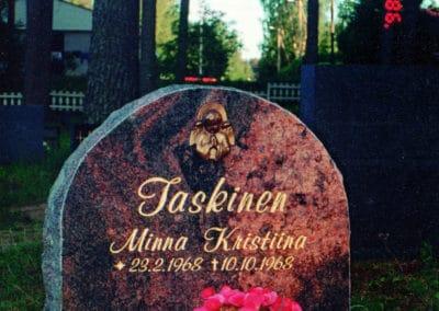 2) Mäntsälän punainen 60x60x15cm.