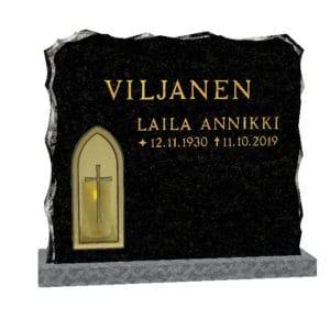 Hautakivi Kynttilänvalo 2 on varpaisjärven musta hautakivi. Hautakivessä on lyhtyaukko pronssiristi kehyksellä.