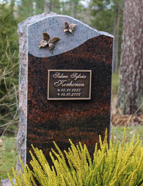 Uudet hautakivet