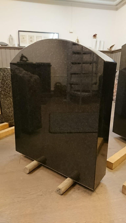 Hautakivi tarjoukset sisältää kiven graniitista, suunnittelun, kaiverruksen ja kuljetuksen pk-seudulla.