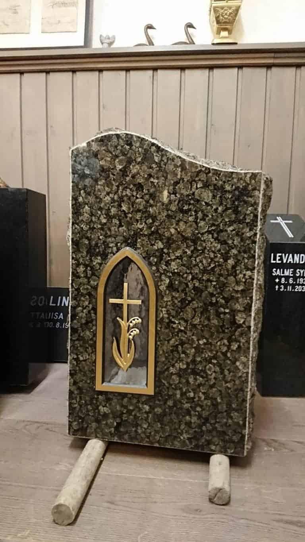 Hautakivi halvemmalla suoraan valmistajalta. Hautakivi tarjoukset voimassa suoraan Levanderilta hankittuna.