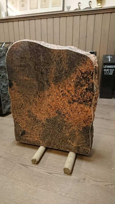 Halpa hautakivi, hautakivet edullisesti, alennetut myyntivaraston hinnat Kivi Levanderilta.